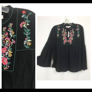 ANN TAYLOR Top Floral Embroidery. Peasant Boho